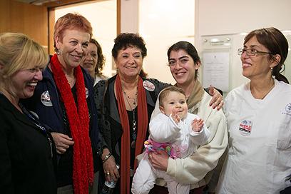 אילנה כהן (במרכז) ועמיתותיה בבית הדין לעבודה (צילום: אוהד צויגנברג) (צילום: אוהד צויגנברג)