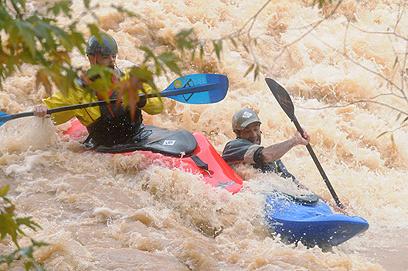 רפטינג בנהר הירדן הגועש (צילום: אביהו שפירא) (צילום: אביהו שפירא)