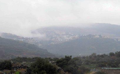 ערפל כבד מעל כפר קניה, היום (צילום: אביהו שפירא) (צילום: אביהו שפירא)
