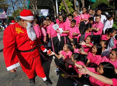 """חגיגות בבית הספר """"איוטאיה"""" בתאילנד, 70 ק""""מ מצפון לבנגקוק (צילום: רויטרס) (צילום: רויטרס)"""