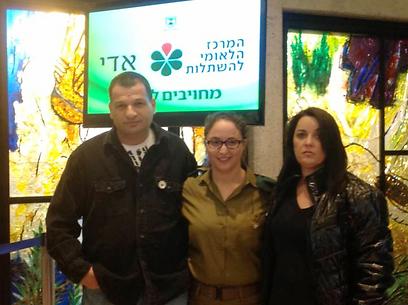 """מאיה הראל פוגשת את הוריה של מיקה בורין ז""""ל (צילום: דבורה שרר) (צילום: דבורה שרר)"""