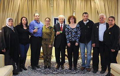 """גשר מחבר בין המשפחות. הטקס בבית הנשיא (צילום: מארק ניימן, לע""""מ) (צילום: מארק ניימן, לע"""