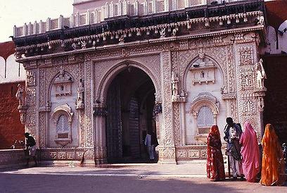 חזית מקדש קרני מאתה בדשנוק (צילום: יותם יעקבסון) (צילום: יותם יעקבסון)
