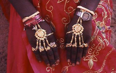 תכשיטי אישה ביום נישואיה (צילום: יותם יעקבסון) (צילום: יותם יעקבסון)