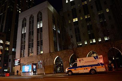 בית החולים בניו יורק שבו אושפזה קלינטון, הלילה (צילום: AFP) (צילום: AFP)