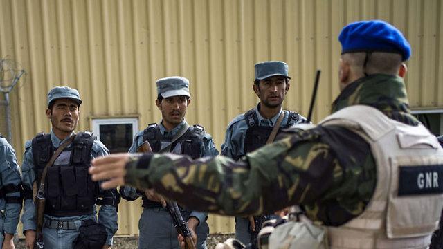 """אוזבקיסטן תהיה שחקן משמעותי בעתיד המדינה לאחר עידן נאט""""ו. כוחות אפגניים (צילום: AFP)"""