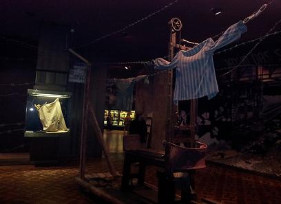 יש טלית, יש תמונות מבוכננוולד - אבל איפה היהודים? המוזיאון בקייב (צילום: יצחק טסלר) (צילום: יצחק טסלר)