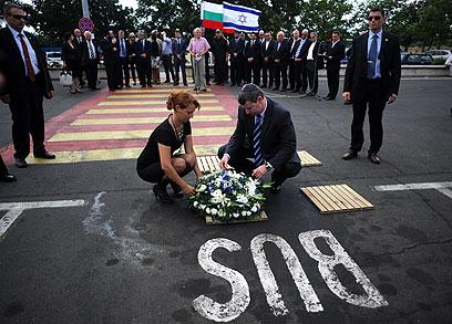 שר התיירות סטס מיסז'ניקוב בטקס לזכר הרוגי הפיגוע (צילום: AFP) (צילום: AFP)