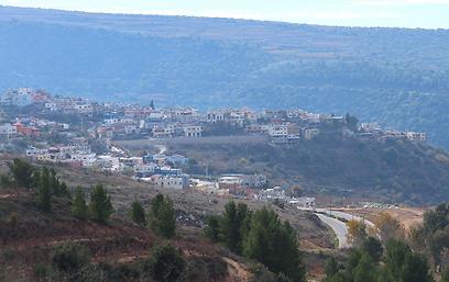 כביש מאסעדה-בניאס, תצפית על עין קיניה: במהלך שירותו ביקר אלי כהן באזור הכפרים הדרוזיים שעל הגבול  (צילום: יותם לוי)