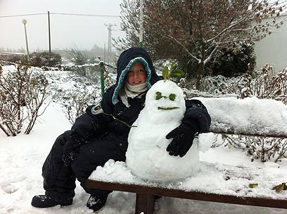 חיבוק חם בקור של קיבוץ אלרום (צילום: דודי מורד)
