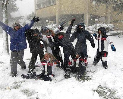 ילדים חוגגים את השלג ברמת הגולן (צילום: כוכב סעדון) (צילום: כוכב סעדון)