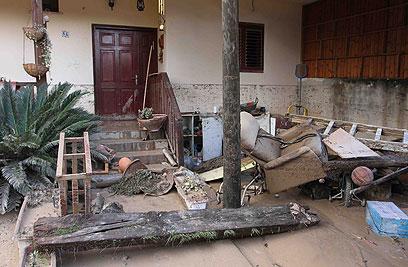 נזקי הסופה בבת חפר (צילום: עידו ארז) (צילום: עידו ארז)