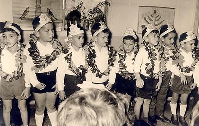 מסיבות לציון החגים. מוכרות גם לילדים של היום (צילום: באדיבות הארכיון לחינוך יהודי בישראל ובגולה)