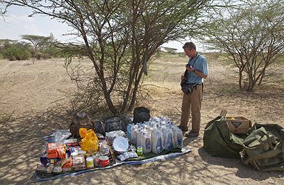 קח מקל, קח תרמיל - והרבה אוכל. סלופק באתיופיה (צילום: AP)