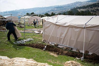 בונים את באב אל-שמס (צילום: אוהד צויגנברג) (צילום: אוהד צויגנברג)
