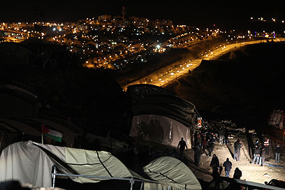 """המאחז הפלסטיני ב-E1. """"לפעול בדחיפות למנוע מהומות"""" (צילום: AFP) (צילום: AFP)"""