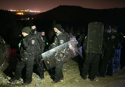 כוחות צבא ומשטרה בשטח, אחרי הפינוי (צילום: אוהד צויגנברג) (צילום: אוהד צויגנברג)