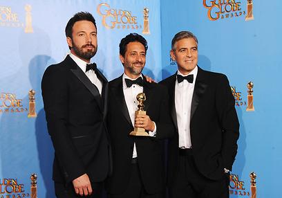 ג'ורג' קלוני, גרנט הסלוב ובן אפלק. התאחדו בסוף עם הפרס (צילום: AFP) (צילום: AFP)