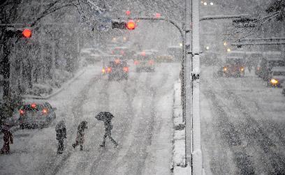 כבישים רבים נחסמו לתנועה (צילום: EPA)