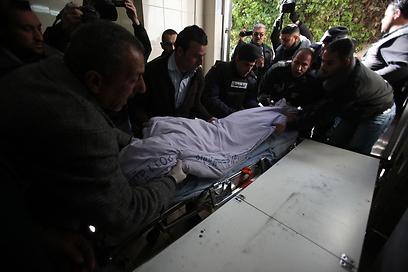 גופתו של הנער (צילום: AFP) (צילום: AFP)