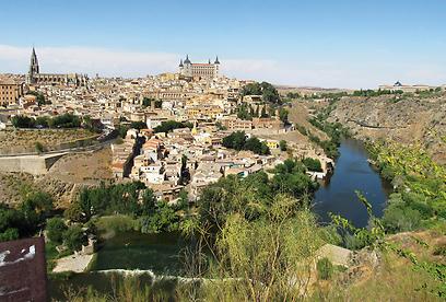 נהר הטחו חובק את העיר העתיקה מ-3 כיוונים (צילום: שלמה צדקיהו, טבע הדברים) (צילום: שלמה צדקיהו, טבע הדברים)