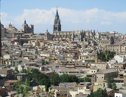 הקתדרלה הגותית שולטת בקו הרקיע של העיר. יש בה ציורים של אל גרקו וגויה (צילום: שלמה צדקיהו, טבע הדברים) (צילום: שלמה צדקיהו, טבע הדברים)
