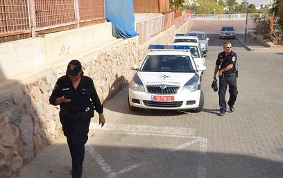 השוטרים מצאו את האשה ללא רוח חיים (צילום: מאיר אוחיון) (צילום: מאיר אוחיון)