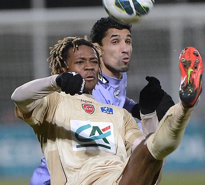 צפוי לעבור לליגה האנגלית. גאטן בונג (צילום: AFP) (צילום: AFP)