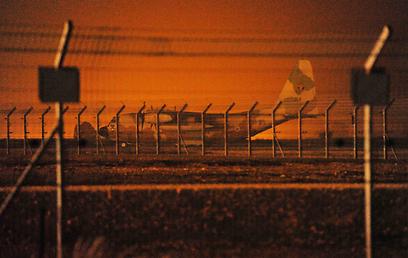 מערך מטוסי ההרקולס קורקע בעקבות נחיתת החירום (צילום: אביהו שפירא) (צילום: אביהו שפירא)