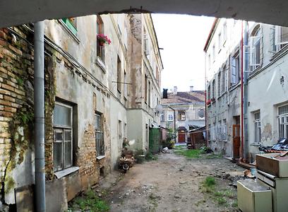 ביתו של סבי ברחוב שטרוסנו 9 בגטו וילנה (צילום:  עמרי גלפרין, טבע הדברים) (צילום:  עמרי גלפרין, טבע הדברים)