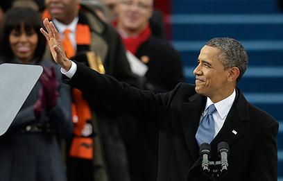 """אובמה בנאום ההשבעה. """"אמריקה צריך להישען על כתפיו הרחבות של מעמד בינוני מתחזק"""" (צילום: AP)"""