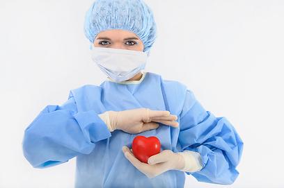 רוב הסיבוכים בהרדמה בניתוח: לתפקוד הלב (צילום: shutterstock) (צילום: shutterstock)