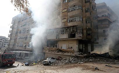 קרבת בפרברי דמשק. חוזרת לסכנה בבית (צילום: רויטרס) (צילום: רויטרס)