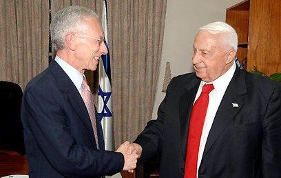 """מאי 2005: סטנלי פישר מתמנה לנגיד בנק ישראל (צילום: לע""""מ) (צילום: לע"""