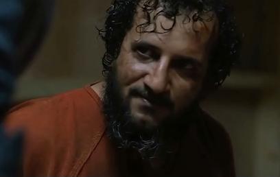 """יואב לוי כאבו-פראג' בסצנת החקירה ב""""כוננות עם שחר"""" (צילום: מתוך הסרט) (צילום: מתוך הסרט)"""