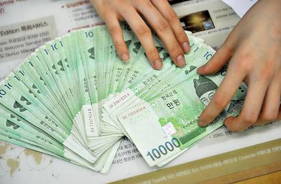 הכלכלה היא המבחן המרכזי של הנשיאה פארק. שטרות וון דרום קוריאניים (צילום: AFP) (צילום: AFP)