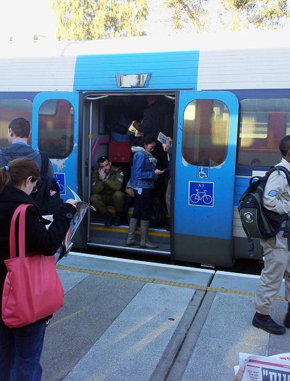 קרונות וקטרים חנו בלוד, והרכבת שילמה על ניקיון בחיפה (צילום: ניסים בן אלוש) (צילום: ניסים בן אלוש)