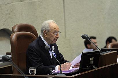 נשיא המדינה נואם בפתח הישיבה הראשונה של הכנסת ה-19 (צילום: גיל יוחנן)