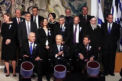 הרגע המכונן: הצילום המסורתי של ראשי סיעות הכנסת עם הנשיא (צילום: גיל יוחנן)