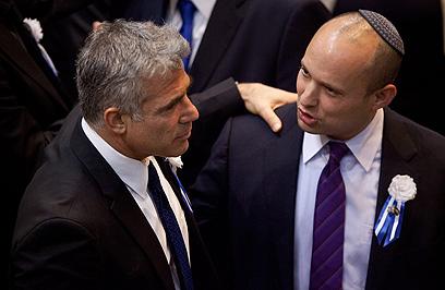 לפיד ובנט. שניהם חתמו, שניהם בתוך הממשלה (צילום: AP) (צילום: AP)