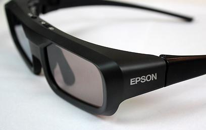 משקפיים המתחברים דרך RF מבטיחות חיבור רציף ללא הפסקות (צילום: שחר שושן)
