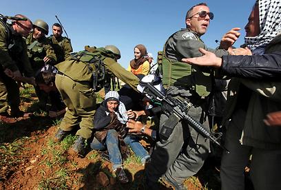העימות באזור דרום הר חברון, היום (צילום: EPA) (צילום: EPA)