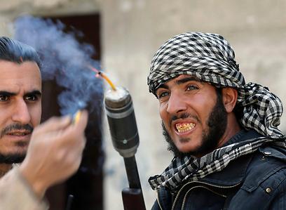 מורדים בפרברי דמשק (צילום: רויטרס)