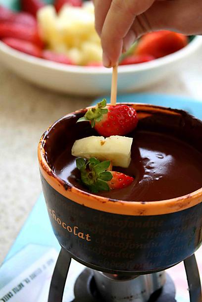 פונדו שוקולד טבעי (צילום: אורי שביט ) (צילום: אורי שביט )
