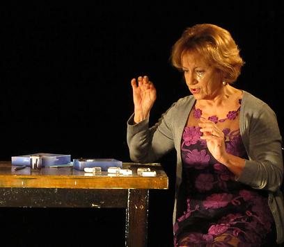 האישה של אבא. מונודרמה ראשונה של המחזאית סביון ליברכט (צילום: מרב יודילוביץ') (צילום: מרב יודילוביץ')