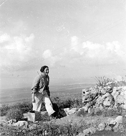 חביבה רייק במסע של פלוגתה במדבר יהודה (צילום: באדיבות ארכיון מורשת)