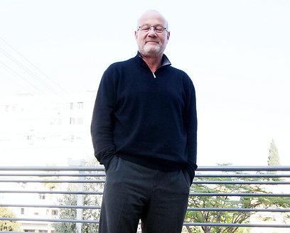 דוד אלכסנדר. ברך על המוגמר (צילום: גיל נחושתן) (צילום: גיל נחושתן)