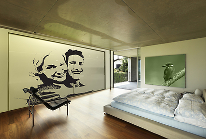 ארון הזזה בחדר השינה. אווירה זוגית במיוחד (צילום: הרדור ארונות הזזה) (צילום: הרדור ארונות הזזה)