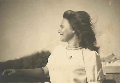 """רות גרסטן בצעירותה. """"ברוב חוצפתי נותרתי בת יחידה"""""""