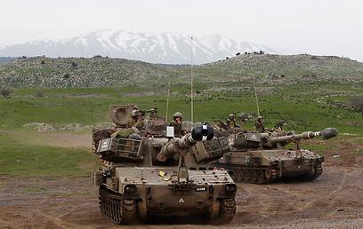 """כוחות צה""""ל בגבול סוריה. הטלטלה שינתה גם את התוכניות השנתיות                 (צילום: רויטרס)"""
